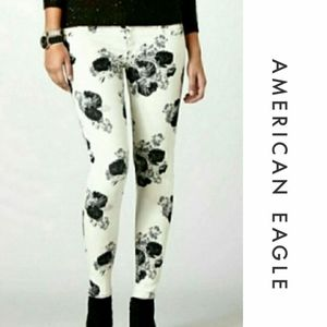 AEO Black & White Floral Stretch Jegging Jeans…
